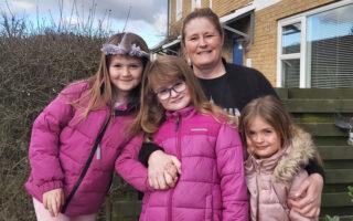 Susan Mahler med hendes 3 børn